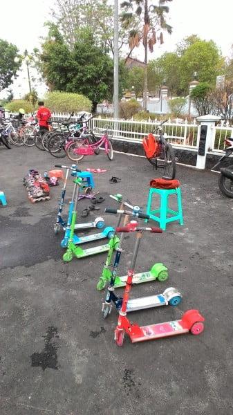 otopad dan suasana hiburan anak anak di alon alon blora pics: Bloranews.com
