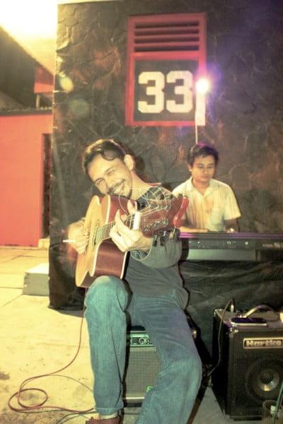 cafe 33 suguhan musik dari kawan-kawan pemusik pribumi