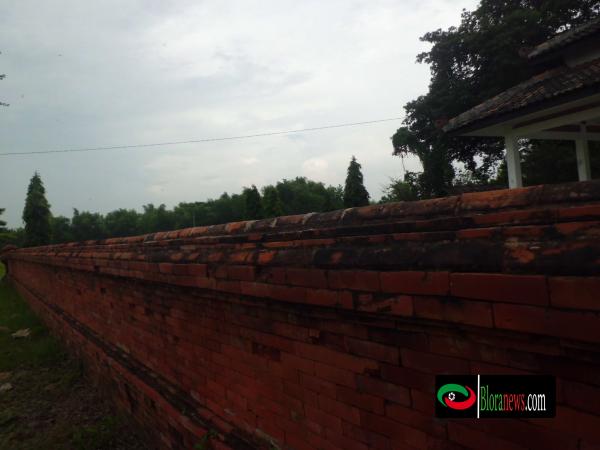 Batu bata makam gedong ageng