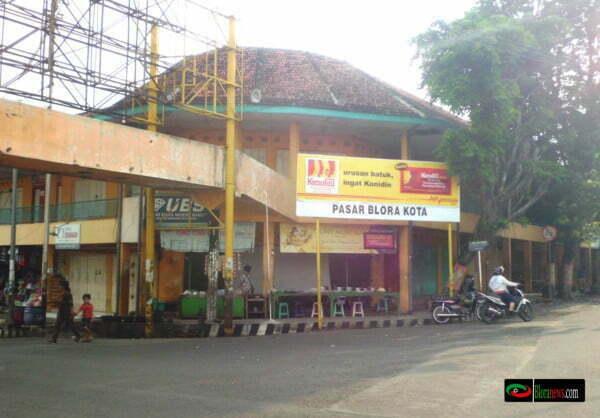 Jl. Mr. Iskandar timur pasar Blora di sore hari