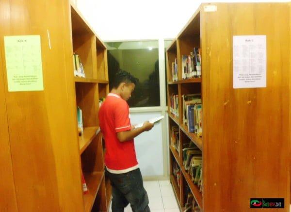 koleksi buku di perpustakaan blora