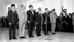 MUKTI ALI DARI CEPU ( 1923 – 2004 ) : DARI PESANTREN MENJADI MENTERI AGAMA