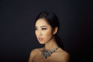 MARIA RAHAJENG : MISS INDONESIA, DARI BLORA UNTUK DUNIA
