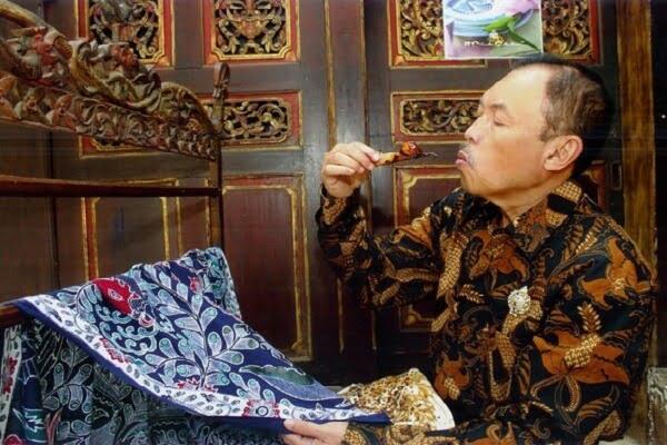 Iwan tirta seniman batik