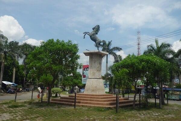 patung kuda ronggol lawe