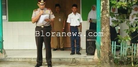 POLICE GO SCHOOL