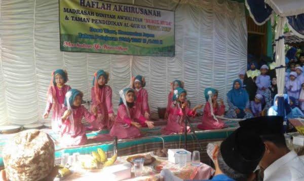 Prosesi Wisuda Santri Madrasah Diniyah Nurul Huda Desa Waru Jepon Foto Bloranews