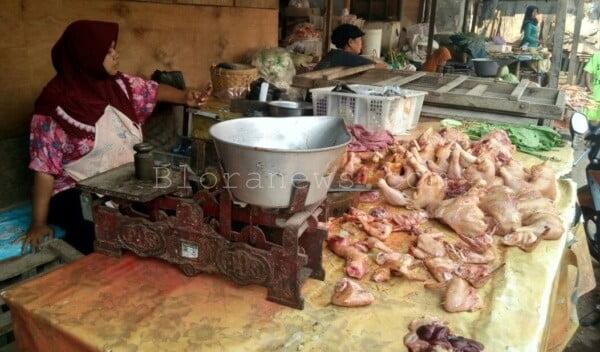 Harga daging ayam di Pasar Induk Blora