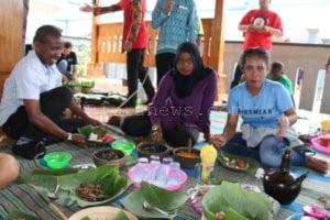 MAHASISWA DARI 11 NEGARA BELAJAR BUDAYA SAMIN DI BLORA