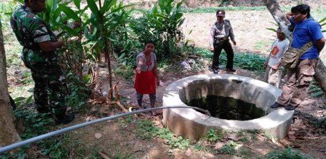 Aparat melakukan olah TKP di sumur kawasan Dusun Kulur Desa Sitirejo Kecamatan Tunjungan