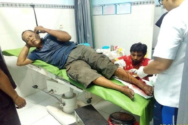 Pengemudi truk bernopol K-1595-RA, Khoirul (53), menjalani perawatan di Puskesmas Randublatung, Sabtu (27/10)