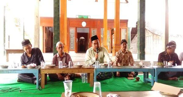 Wabup Arief Rohman, Anggota Komisi D DPRD Aliuddin, DLH Blora Didik Triarso dan Pengasuh Ponpes Sabilurrosyad K Subhan Masyhuri saat acara Ngaji Pertanian