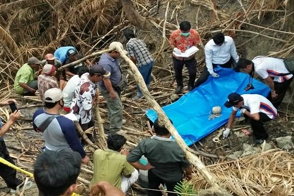 Situasi evakuasi tengkorak dan tulang belulang di Jurang Desa Janjang Jiken Blora, Rabu (24/10)