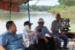 Peninjauan lokasi bakal jembatan Blora-Bojonegoro, yang rencananya membentang di atas aliran Bengawan Solo.
