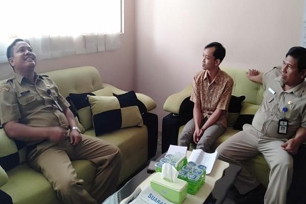 Kasubbag Perangkat dan Lembaga Desa, Bagian Pemerintahan Desa Setda Blora, Dwi Edy Setyawan (tertawa)