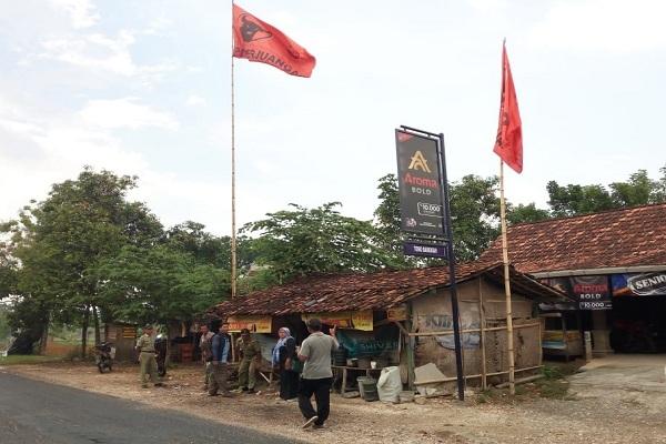 Penertiban APK di depan kantor UPTD TK/SD Kecamatan Japah