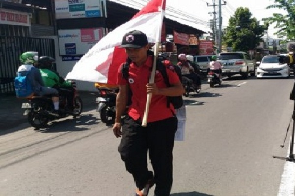 Aksi Tunggal Jalan Kaki Lilik Yuliantoro untuk mendukung Jokowi 2 Periode
