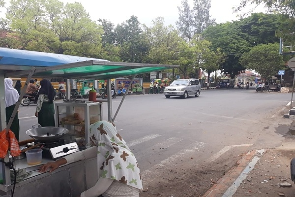 Pertigaan kawasan SMP N 6 Blora rawan kecelakaan akibat tidak adanya traffic light