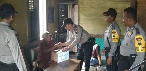 Pembagian 40 paket sembako kepada lansia dan fakir miskin di Desa Jegong Kecamatan Jati, Kabupaten Blora