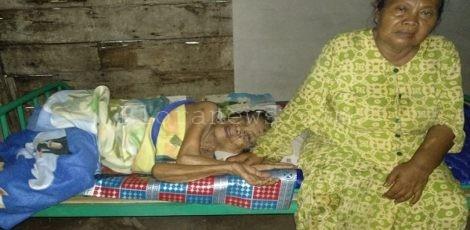 Mbah Ngaisah (tidur) dan Mbah Dartik