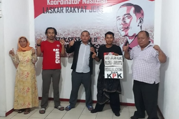 Lilik Yuliantoro (25) di markas Laskar Rakyat Jokowi, Jalan Cempaka Putih Tengah 1 Nomor A9, Jakarta Pusat