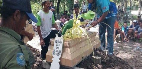 Prosesi pemakaman Reza Amelia (13)
