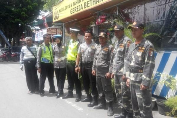 Personel Banser, Kepolisian, dan TNI