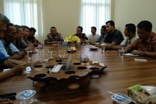 Kepala Dindagkop UKM Blora, Maskur, melalui Kabid Pasar Zainuri, mengatakan rapat ini digelar untuk berkoordinasi dengan para perwakilan pedagang tersebut.