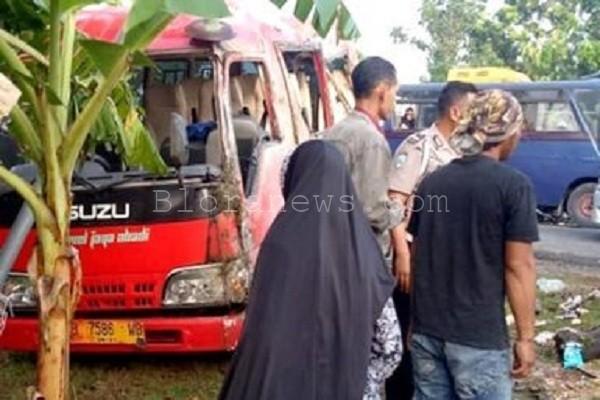 SATU REMAJA TEWAS TRAGEDI LAKA ROMBONGAN WISUDA TNI
