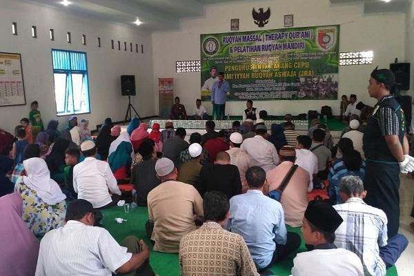 Ruqyah massal di Balai Kelurahan Tambakromo Kecamatan Cepu Kabupaten Blora