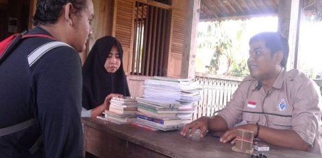 Pengurus Taman Baca dan Budaya Cethik Geni menerima ratusan eksemplar buku bacaan