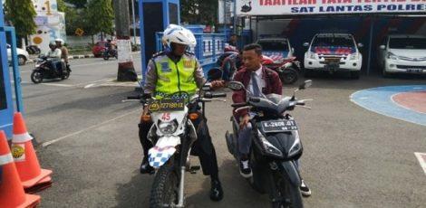 Petugas Satlantas Polres Blora menindak pengendara motor dibawah umur dan tak mengenakan helm