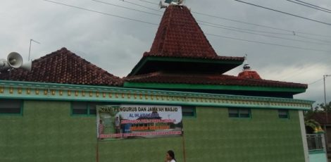 Spanduk di Masjid Al Ihlasul Falah Desa Getas Kecamatan Cepu Kabuapaten Blora