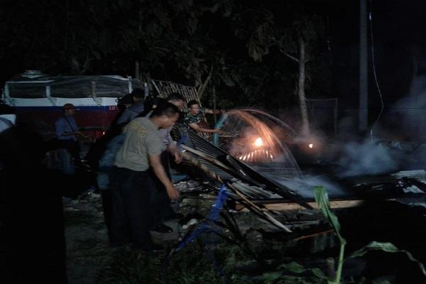 Kebakaran di warung milik Supini (57) di tepi jalan raya Ngraho, Dusun Kedinding Desa Ngraho Kecamatan  Kedungtuban, Kabupaten Blora