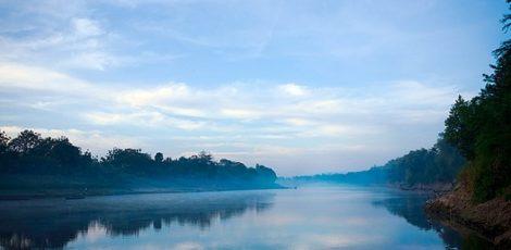 Bengawan Solo, lokasi Pangeran Benawa dan pasukannya terbenam hingga setinggi paha (foto: Wikipedia Bengawan Solo)