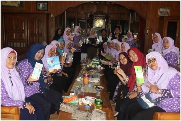 Semprotan antiseptik berbahan dasar rebusan daun Kersen buatan mahasiswa KKN Undip Semarang di Desa Wado Kecamatan Kedungtuban, Blora