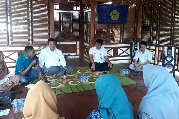 Komisioner Bawaslu Blora berdiskusi dengan Ikatan Mahasiswa dan Pelajar Blora (Impara)