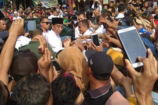 Presiden RI, Joko Widodo dari Ngawi menuju Rembang