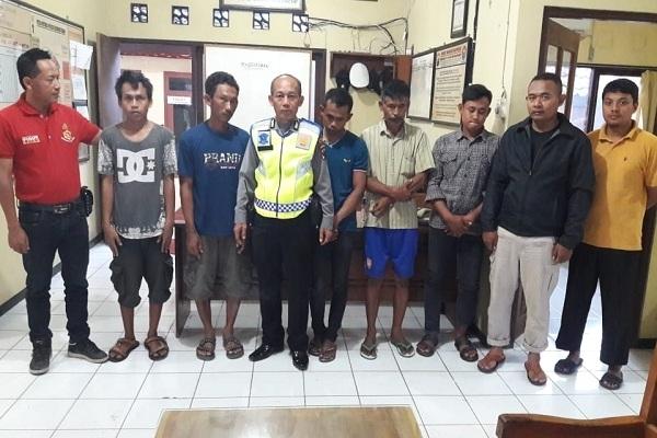 Lima penjudi kyu-kyu dibawa ke Mapolsek Kedungtuban Polres Blora untuk menjalani penyelidikan lebih lanjut