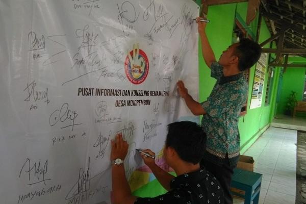 Deklarasi GenRe di Balai Desa Mojorembun Kecamatan Kradenan, Kabupaten Blora