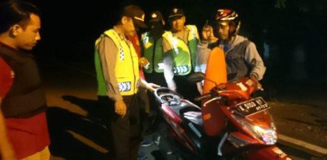 Pemeriksaan kendaraan di ruas jalan eks Kawedanan Randublatung, Kabupaten Blora