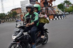 PACU GAS PAKAI TANGAN KIRI, KISAH NYATA DRIVER GRAB DIFABEL
