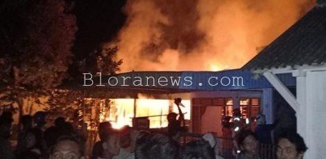 Kebakaran di lingkungan Kampung Semangat RT 03 RW 02 Kecamatan Cepu, Kabupaten Blora