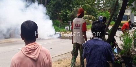 Sepeda Motor Terbakar di Jalan Raya Jagong Kunduran Blora setelah ditabrak Mobil Xenia yang mengamnkan diri ke Mapolsek Ngawen