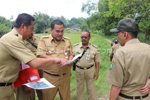 Cek lokasi jembatan tembus yang akan menghubungkan Desa Buluroto Kecamatan Banjarejo dengan Desa Tutup Kecamatan Tunjungan