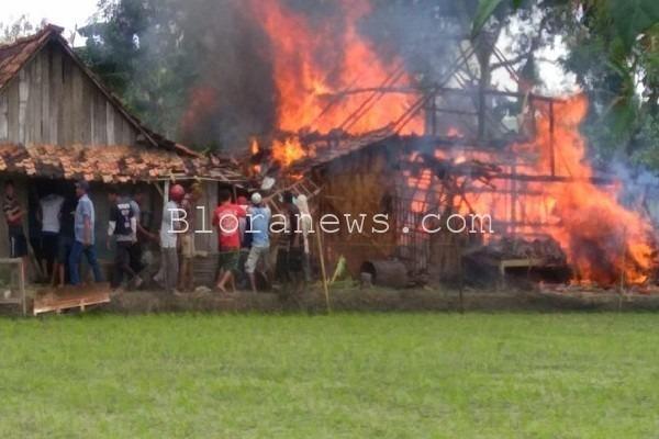 Kebakaran di sebuah rumah di kawasan Tempur Desa Ngilen RT 09 RW 01 Kecamatan Kunduran, Blora
