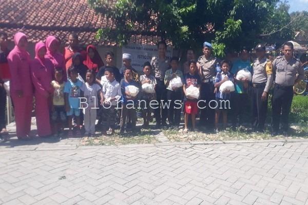 Kegiatan Polisi Berbagi Berkah (Sibarkah) di Panti Asuhan Al Istiqomah Desa Doplang Kecamatan Jati, Blora