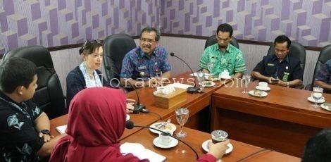 Kepala Perlindungan Anak UNICEF Indonesia, Amanda Bissex bersama Bupati Blora Djoko Nugroho