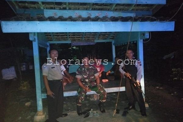 Anggota Polres Blora melaksanakan Sambang Poskamling