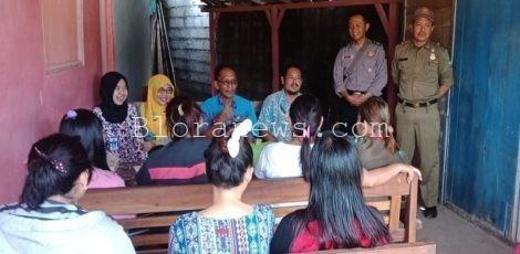 Pemeriksaan kesehatan di lokalisasi Yang Jrong, Desa Sambiroto Kecamatan Kunduran, Blora